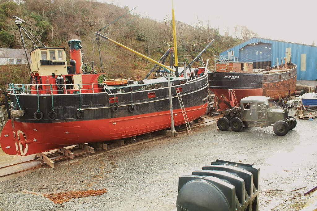 A pair of puffers on the slip - VIC32 (left) & VIC27 (right)